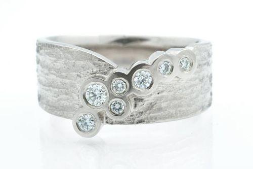 White gold and diamonds. CaiSanni