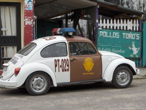 Policia mexicana trabajando by Guillaume Millet, via Flickr