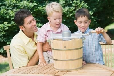 Making you own homemade ice cream... brings back fond memories.: Ice Cream Maker, Ehow, Fashioned Ice, Homemade Ice Cream, Summer, Yummy