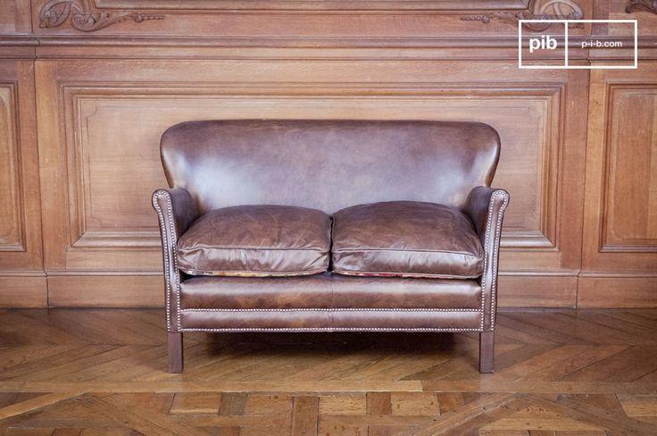 Questo divano sarà perfetto nel tuo salotto, nel tuo studio o nella tua camera da letto. Dovunque lo posizionerai, conferirà alla stanza l'atmosfera di un vero pub inglese.