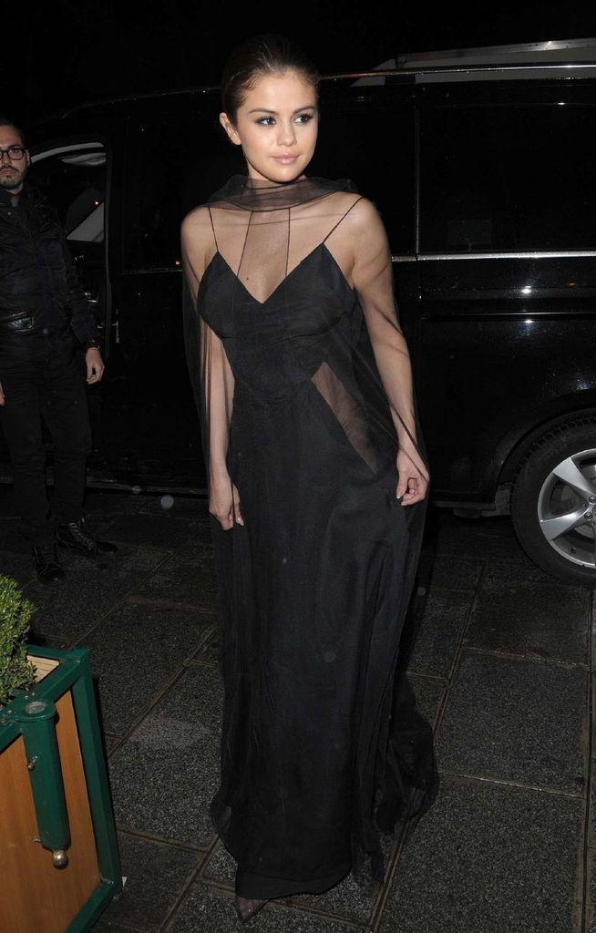 Selena Gomez – Attending Louis Vuitton Dinner Party in Paris : Global Celebrtities (F) FunFunky.com