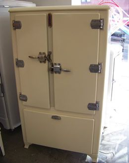 I Found This Amazing Guys Who Take Old Antiqe Fridgeake Them Like New Is So Cool For The Home Pinterest Vintage Kitchen Refrigerator