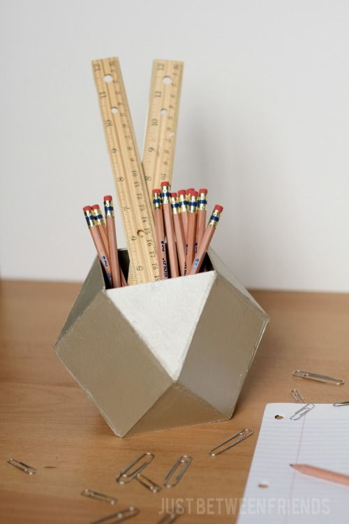how to make a pencil holder out of newspaper