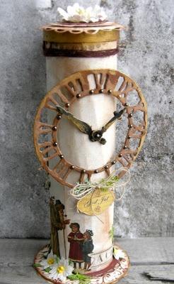 Riddersholm Design: Julebox Columns, exterior clock