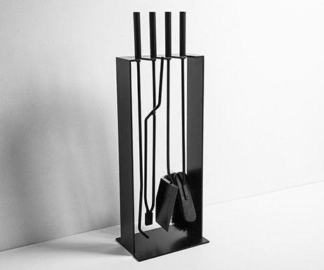 Funkcjonalny zestaw narzędzi kominkowych Norma pomaga w wygodnym czyszczeniu kominka.