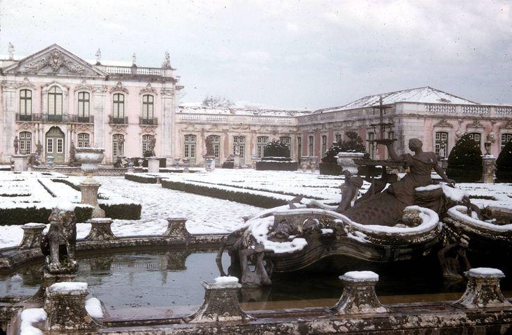 Queluz Palace under the snow. Portugal. Helena Corrêa de Barros, 1954