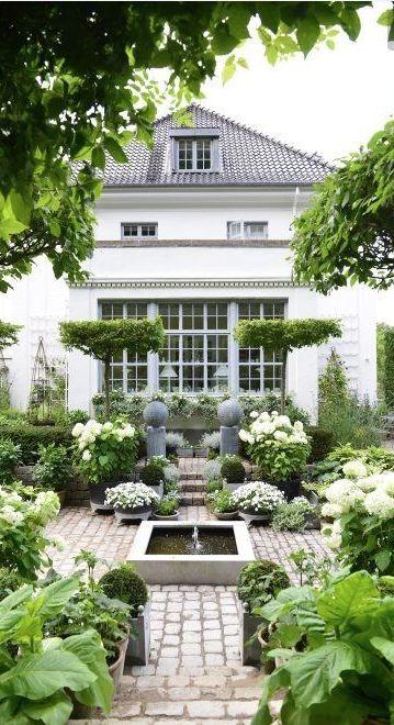25 beste idee n over prachtige tuinen op pinterest tuinen stenen paden en bloemwingerd - Eigentijdse landscaping ...