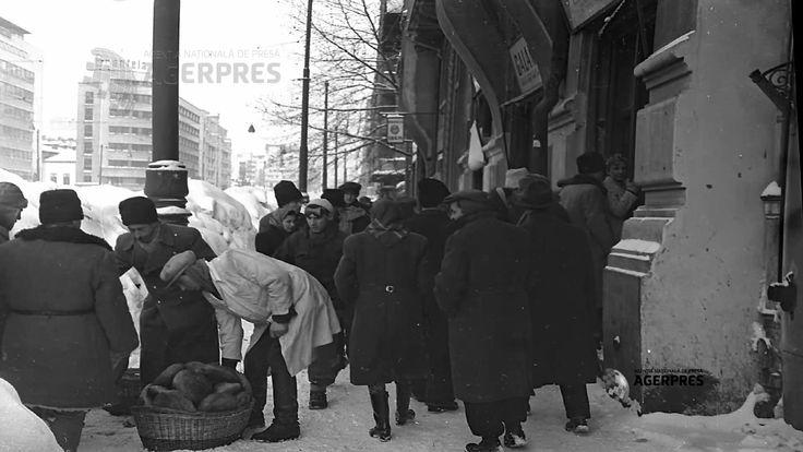 În 1954, orașul București, Capitala tinerei Republici Populare Romîne (RPR), a fost lovit de ceea ce avea să fie cea mai cruntă iarnă din secolul 20. Ai 54 de cadre din acele zile friguroase să te convingi ce nebunie a fost. Pozele sunt din arhiva Agerpres, care și-a trimis fotoreporterii pe străzi să documenteze evenimentele.