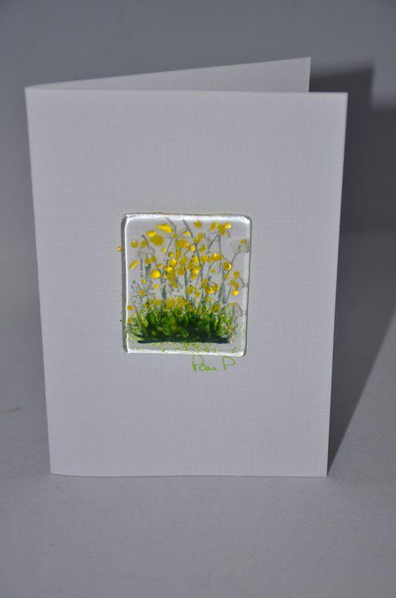 Elke kaart heeft een klein stukje glas dat heeft zijn hand geschilderd met glas verf en dan afgevuurd op 800 (ongeveer 6 x 4,5 cm) c om te fuseren de verf met gekleurd glas stukken samen maken een kleine afbeelding.  De kaart is van 300 gms kwaliteit witte kaart, lege binnen voor u te schrijven van elk bericht. Ik heb elk getekend zoals velen frame het glas na ontvangst als zij niet kunnen om deel met het dragen.  Let op: het is niet aanbevolen om afzonderlijke kaarten in de normale post…