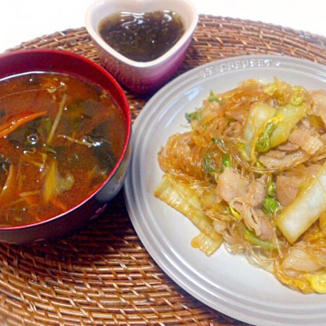 朝ごはん - 7件のもぐもぐ - 白菜豚バラ春雨の炒めもの 味噌汁 もずく by nyaromechan