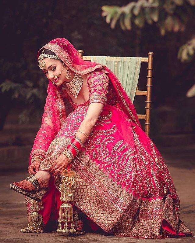 @hitchedandclicked beautifully captures the beauty of an Indian bride. And we are totally crushing over that pink lehenga!  Photo Courtesy- @hitchedandclicked (Delhi NCR)  #WeddingSutra #lehenga #lehengas #weddinglook #bridetobe #indianbride #lehenga #embroidery #pinklehenga #pinkandgold #mehendi #kaleere#indianweddings #nathani #mathapatti #maangtika #indianbridesaroundtheworld #goldjewellery #lehengainspiration #tajweddingsutra #WeddingSutraOnLocation #candidphotoshoot #winterweddings
