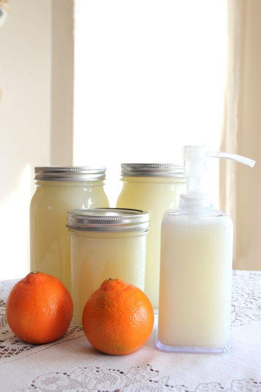 De una barra de jabón + 12cups de agua + 2tsp de glicerina = 3 litros de jabón líquido