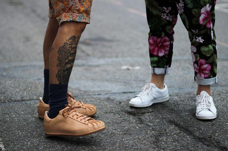 Lo stile si ribella alle convenzioni troppo noiose della moda. Oggi le scarpe da ginnastica diventano pezzi unici nell'abbigliamento di…