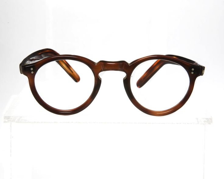 1940 French tortoise-shell frame with key-hole bridge from General Eyewear's 790-995 series