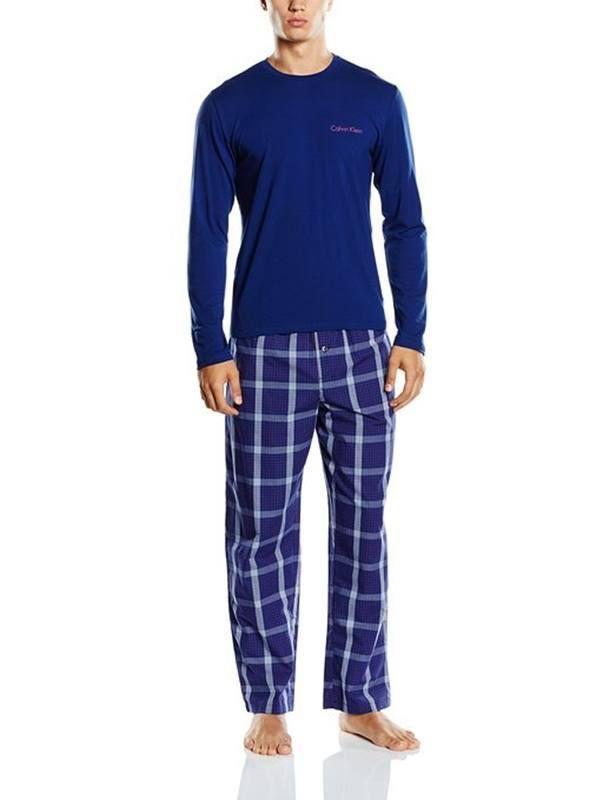 #Pijamas Calvin Klein. Pijama combinado en azul marino y pantalón de tela a cuadros de algodón muy suave. #regalos #navidad http://www.varelaintimo.com/marca/29/calvin-klein