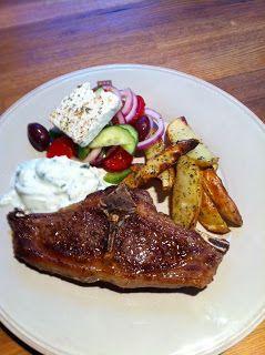Lammekoteletter med provence poteter, gresk salat og tzaziki - http://www.mytaste.no/o/lammekoteletter-med-provence-poteter--gresk-salat-og-tzaziki-3105640.html