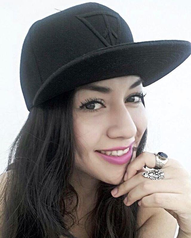 hipster girl gorra cap artista maluma moda 2016 #Pulsera #INVERTEDTRIANGL3 #frases #motivacion #inspiracion #bracelet #fashion #moda #quotes #instaquote #instamood #instagram #instafrases #fotos #cultura #vida #iphoneonly #citas #frasescelebres #reflexion #realidad #buenosdías #textgram #text #hipster #triangle #illuminati #Triangulo #life