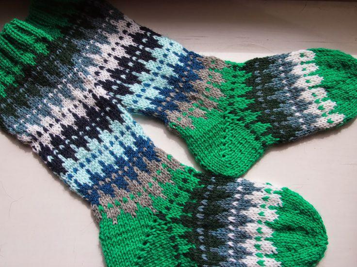 Green socks  Tanssivat kädet - Dancing hands