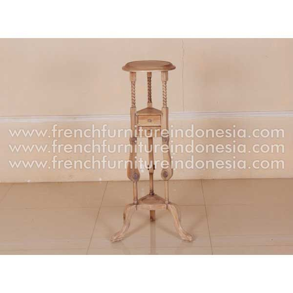 Order Barley Plant Stand B from Classic Furniture Style. We are reproduction furniture 100% export Furniture manufacturer with french furniture style and good quality finish. This Miscellaneous is made from mahogany wood with good quality and treatment process and the design has a strong construction, suitable to your bedroom. #MahoganyFurniture #ReproductionFurniture #IndonesiaFurniture #IndustrialFurniture #FurnitureWarehouse