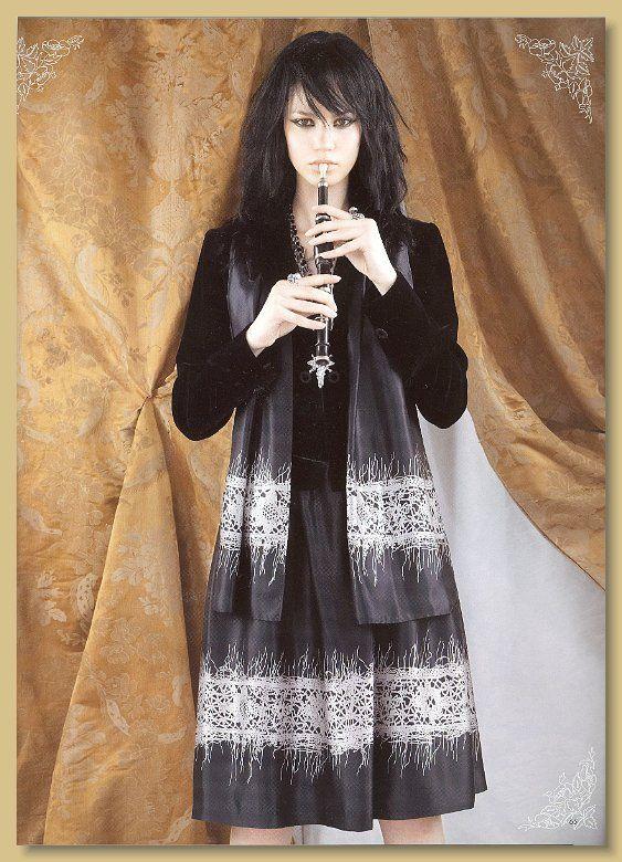 Jun Ashida magazine 2005 Collier croix Gavilane Paris - #Gavilane
