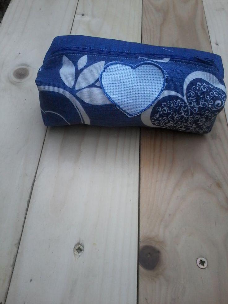 Porta trucchi loves, by pezze pazze ricamabili, 3,50 € su misshobby.com