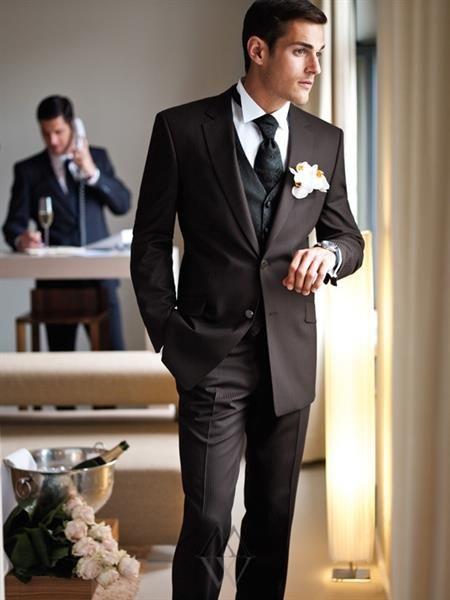 Мужские свадебные костюмы с желеткой