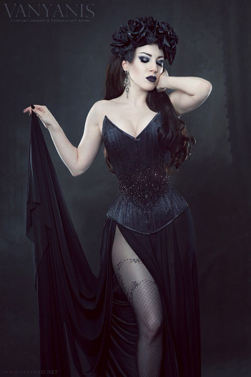 I LOVE this corset....I would name her Carolyn <3