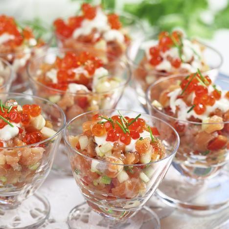 En frisk och fräsch förrätt som toppas med laxrom och en dressing av turkisk yoghurt och wasabi, japansk pepparrot.