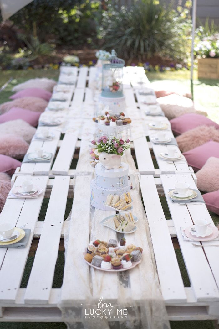 White Pallet Board Guest Tablescape From A Vintage Bunny