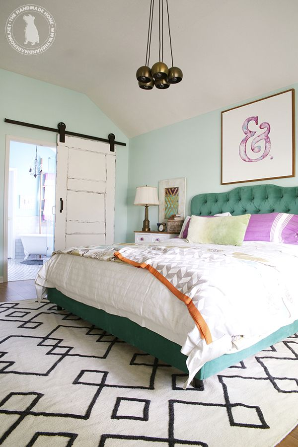 Girl's Room: Light turquoise walls- paint the bed dark turquoise.