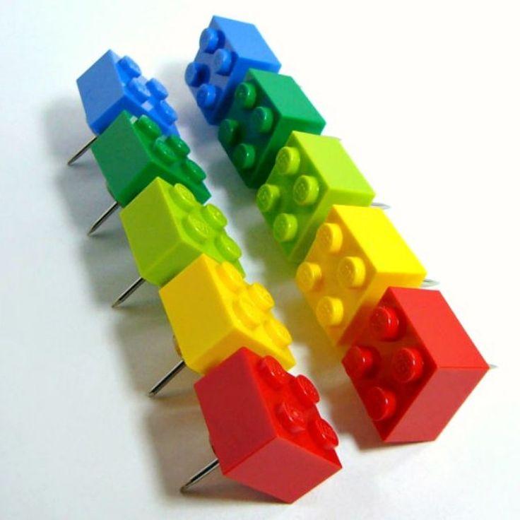 I mattoncini colorati della Lego possono essere utilizzate come pin, punesse, per le vostre bacheche, per le vostre bacheche