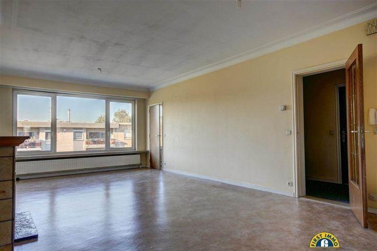 Appartement te koop in Edegem - 2 slaapkamers - 92m² - 139 000 € - Logic-immo.be - Ideaal gelegen energiezuinig 2 à 3 slaapkamer appartement met ondergrondse staanplaats (verplicht bij aan te kopen aan 17.000€) en kelder. Rustige zone 30 straat, nabij E19, A12, openbaar vervoer, sup...