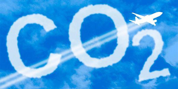 Uma das preocupações atuais é desenvolver estratégias para regular a emissão de gases de efeito estufa da aviação civil, algo que hoje é inexistente.