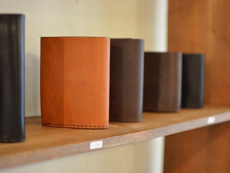 コンパクトながらメイン財布としても。厚みはありますが(約3cm)、全体のサイズ感がコンパクトなので、ポケットに入れて使うことも出来ます。