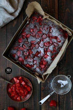 Szybkie i bez miksera czekoladowe ciasto z truskawkami. //  Quick and easy chocolate strawberry cake without standing mixer.    #mojadelicja #food #foodporn #photography #lato #ciasta #truskawki #desery #bezmiksera