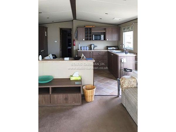 Private 2 bedroom static caravan for hire located at Beachcomber, Cleethorpes, Lincolnshire. Double glazed, central heated, decking area. Sleeps 6.