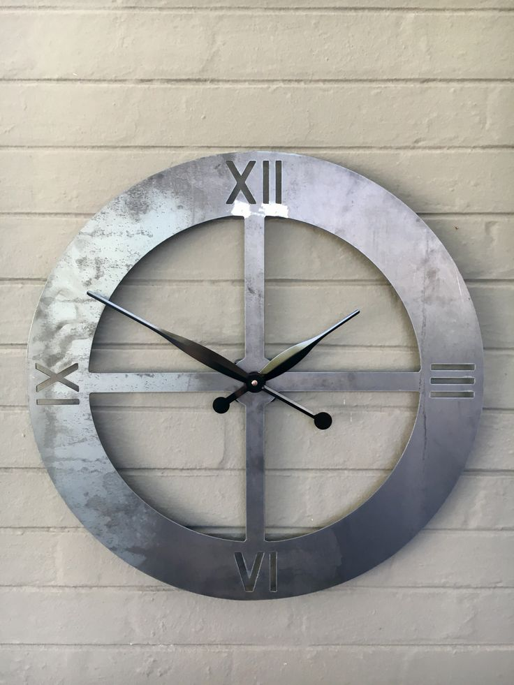 Metal clock made by Chanzco.