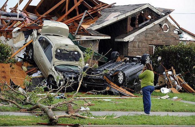 25 Unbelievable Pictures Of The Tornadoes That Hit The Dallas/Fort Worth Area  8. Via: cdl-life