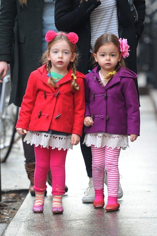 Ιανουάριος 2013: Πιο μικρούλες, με τα χρωματιστά παλτουδάκια του, τα χαρούμενα κοκκαλάκια τους και με μια απορία ακόμα στο βλέμμα.