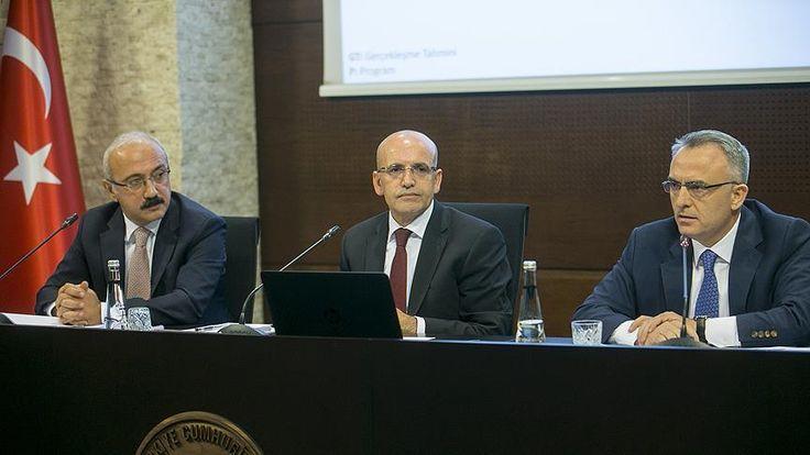 Başbakan Yardımcısı Şimşek, Maliye Bakanı Naci Ağbal ve Kalkınma Bakanı Lütfi Elvan'ın katılımıyla Kalkınma Bakanlığında düzenlediği basın toplantısında, Yeni Orta Vadeli Programı (2018-2020) açıkladı.