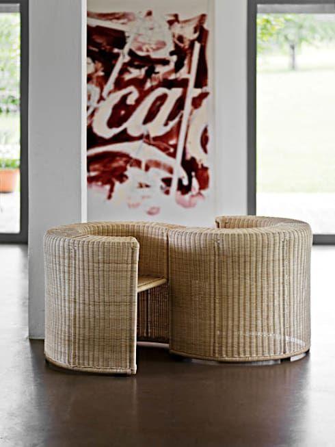 """Der moderne Sessel """"Charlotte"""" aus Rattan von HORM.IT."""