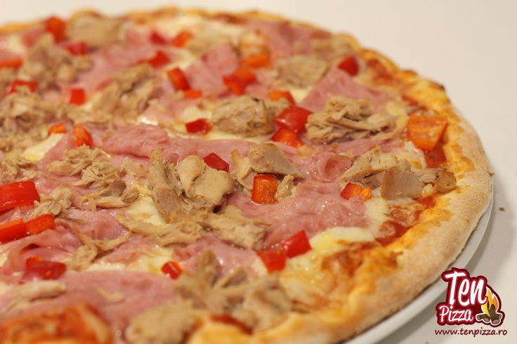 Pizza Fantezia - Salsa di pomodoro, mozzarella, bucati mari de ton, sunca, ardei gras