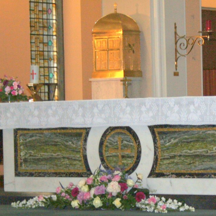 Church Altar Flowers For Weddings: 17 Best Images About Christmas Church Flowers On Pinterest