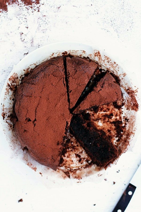 Chocolate nut cake (torta caprese)