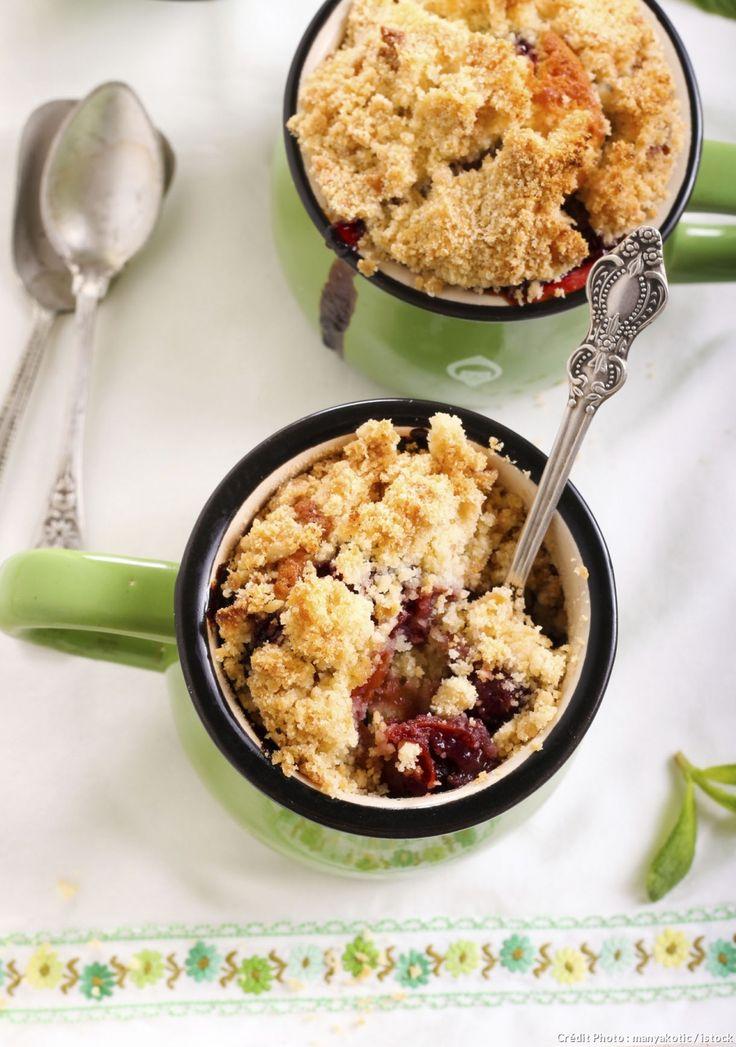 À mi-chemin entre le mug cake et le crumble, cette recette est idéale pour les étudiants gourmands peu équipés... Vous avezsimplement besoin d'une tasse et d'un micro-ondes pour la réaliser !