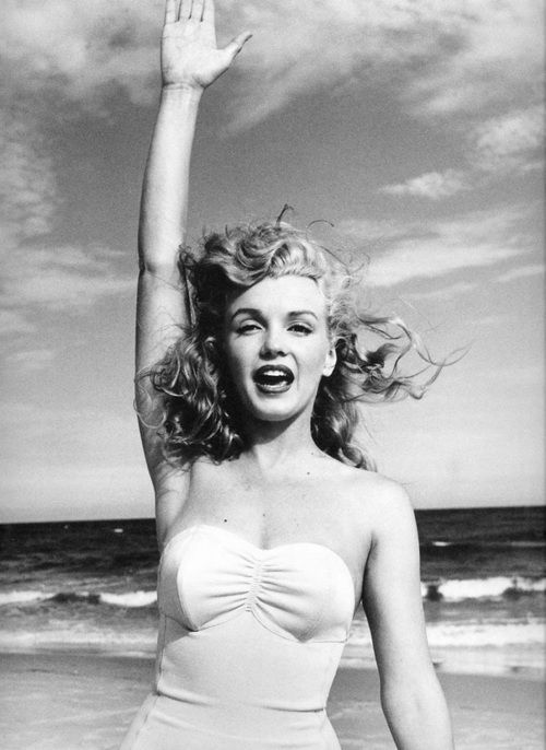 MarylinHigh Five, Marilyn Monroe, Vintage Swimming, At The Beach, Black White, Marilynmonroe, Norma Jeans, Marylin Monroe, Summer Beautiful