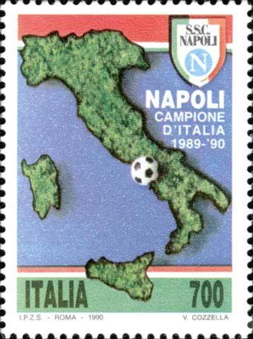 """1990 - """"Lo sport italiano"""": Napoli Campione d'Italia di calcio 1989-1990 - su una carta geografica d'Italia, un pallone che indica la posizione della città di Napoli e scudetto della squadra"""