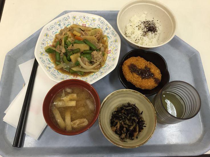 牛肉と野菜すき焼き514円のランチセット。