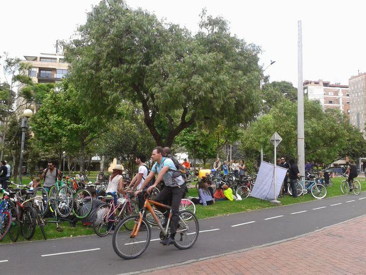 Todos reunidos en el Parque El Virrey, cerca de HotelesB3, generando nuevas alternativas de movilidad por la ciudad en el #DíaSinCarro en #Bogotá #MásBici