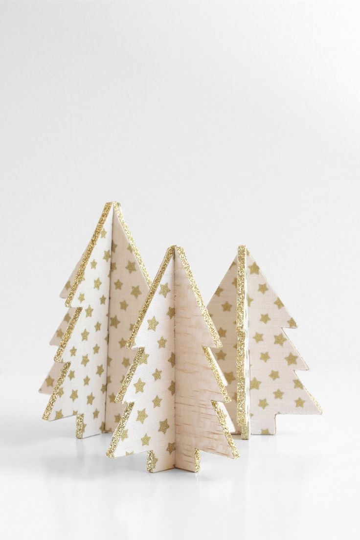 Silver christmas tree with color wheel - Diy Mini Balsa Wood Christmas Trees With Free Pattern Perfect As Decorations Or Use Them As Place Card Holders